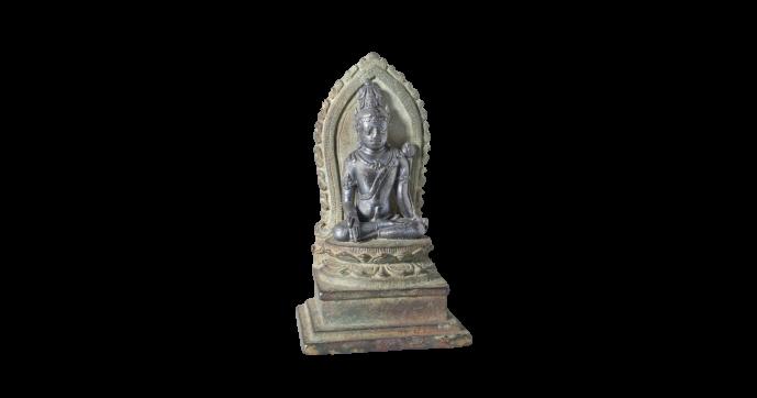 Padmapani uitgevoerd in zilver, zittend op een bronzen troon. Java, Indonesie. Circa 800 - 1000 Na Chr.
